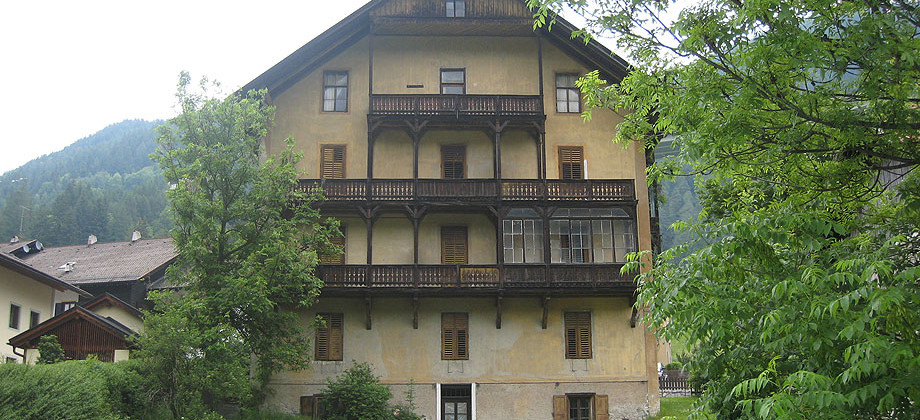 Historischer Altbau in Gossensass