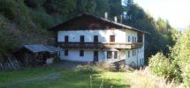 Geschlossener Hof in der Gemeinde Freienfeld
